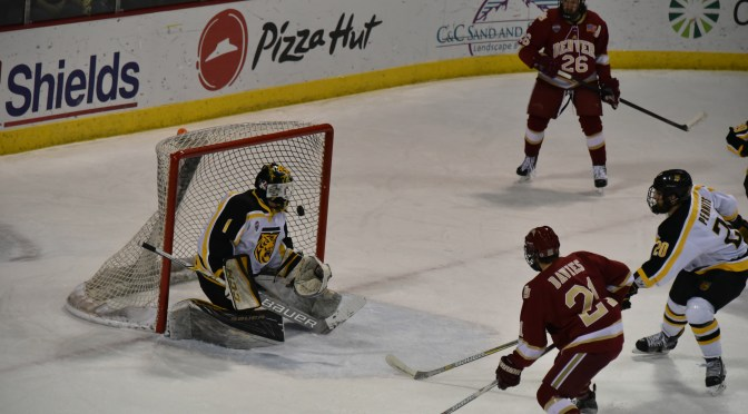 Pioneers extend Tenzer Streak, grab first place from Duluth with sweep of Tigers
