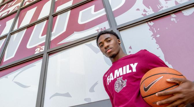 DU Men's Hoops Makes Recruiting Splash with Three-Star Freshman Signing