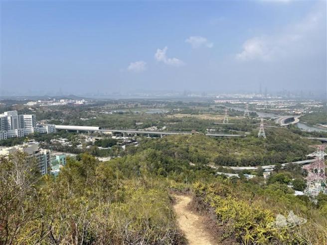 港鐵錦上路站>井坑山>掌牛山>蠔殼山>青山公路—元朗段