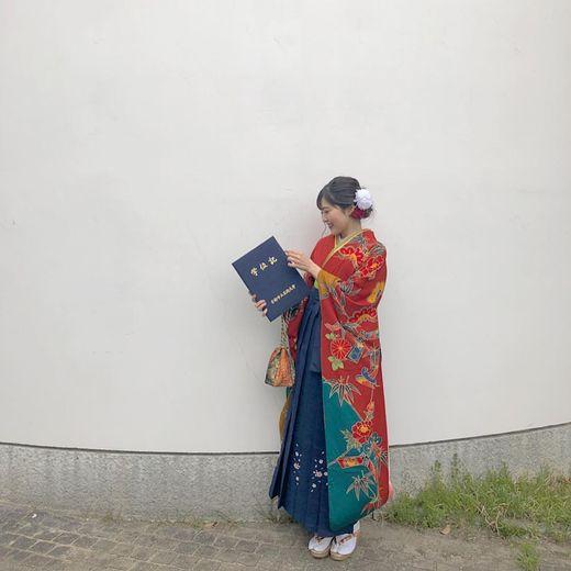 顏色重的袴