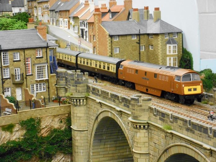 Pontefract Model Railway Exhibition  LetsgolocoLetsgoloco