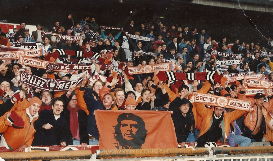 Section Graoully en tribune Boulogne rouge