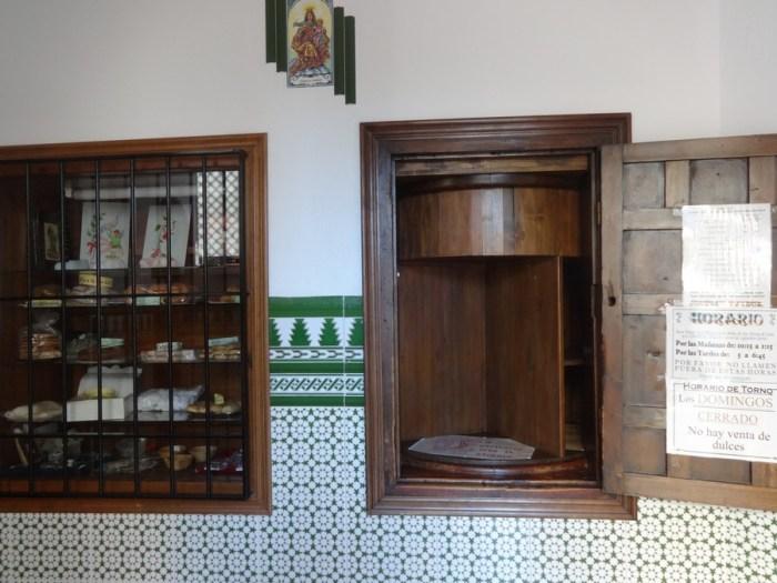 Ronda: la chiesa di nuestra senora de la merced e la vendita dei dolcetti