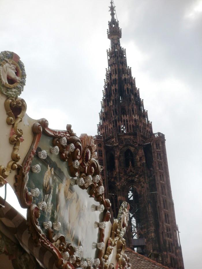 Strasburgo: cattedrale e giostra dei cavalli