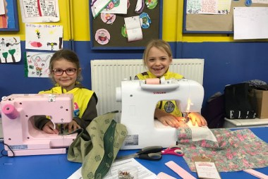 Brownies from Girlguides Hersham sew Boomerang Bags