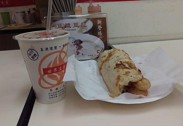 (圖片說明/傳統中式早餐,豆漿、燒餅和油條。)