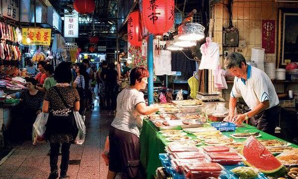 (圖片說明/傳承地區生活記憶的傳統市場。圖片來源/臺灣好食材Fooding。)