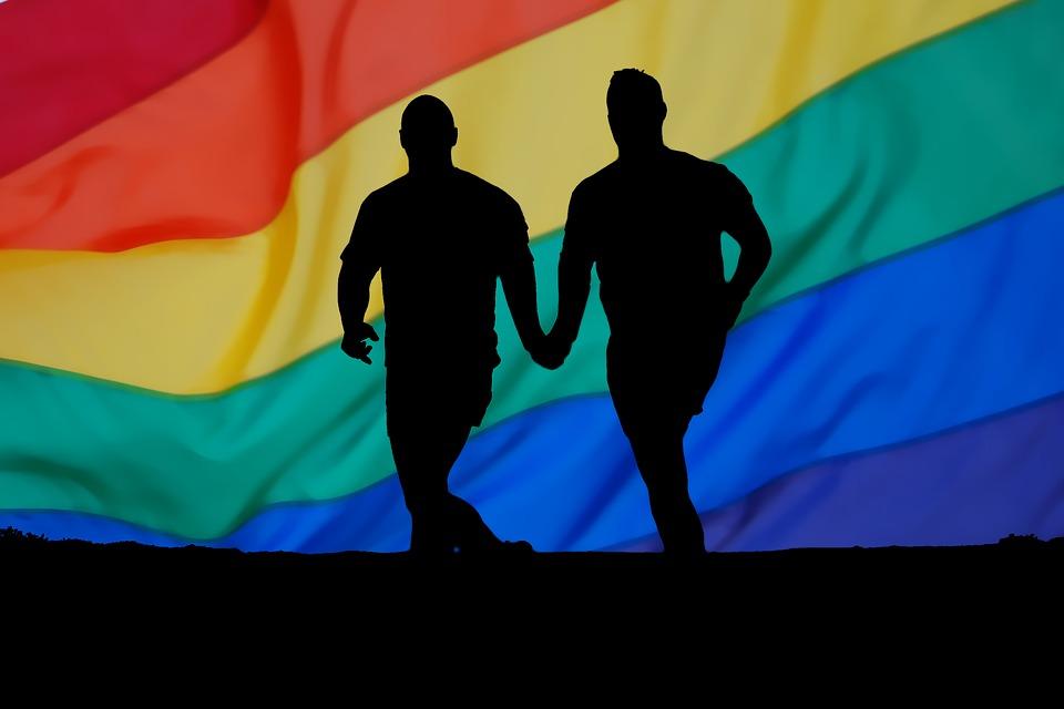 圖片說明/當我們看見一對男同志伴侶,不要馬上就斷定兩個人都是男同性戀,因為有可能其中一位甚至兩位都是雙性戀者。同理,女同志伴侶亦然。而表面上的異性伴侶,也不一定兩個人都是異性戀喔!