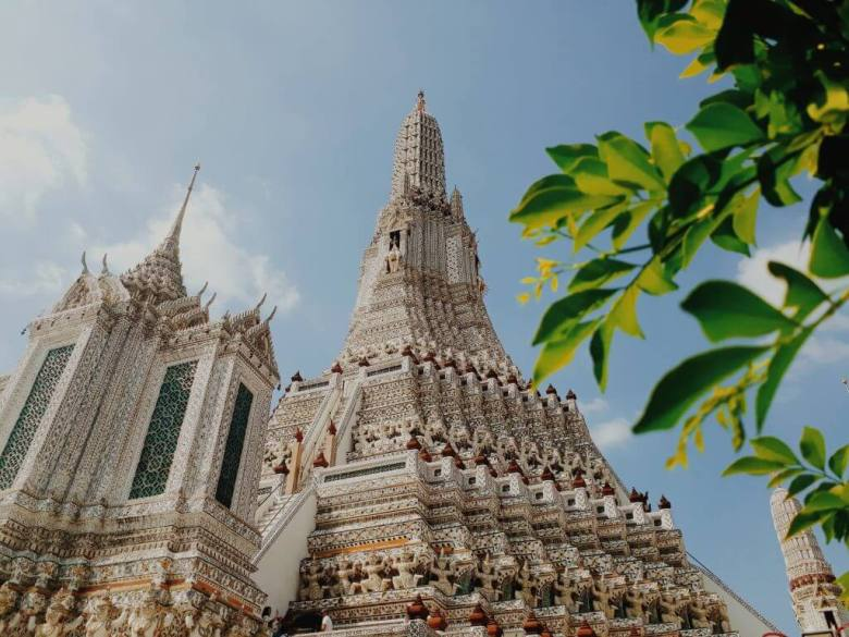 one thing to do in bangkok is the beautiful Wat Arun