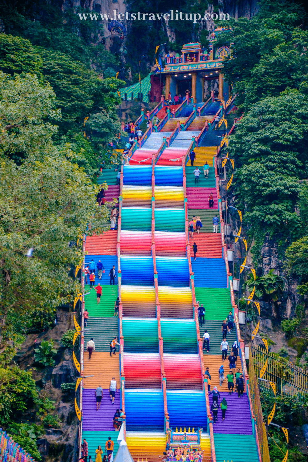 All of the colourful stairs from the Batu Caves are so beautiful and breathtaking.