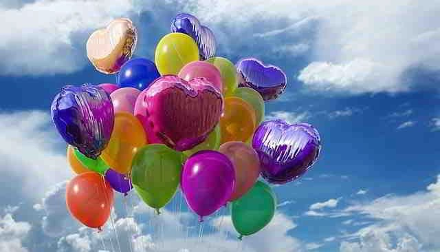 Bringing joy with balloons to a crowd