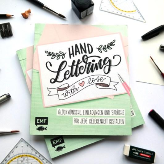 """Das Buch Vorderseite """"handlettering with love"""" Handlettering mit Liebe vom emf verlag mit Martina Johanna"""