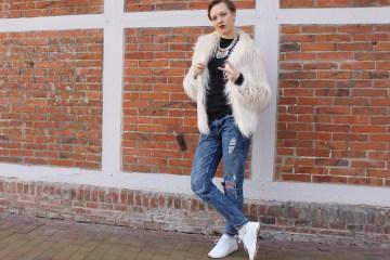 letters&beads-Fake-Fur-Jacke-foto2