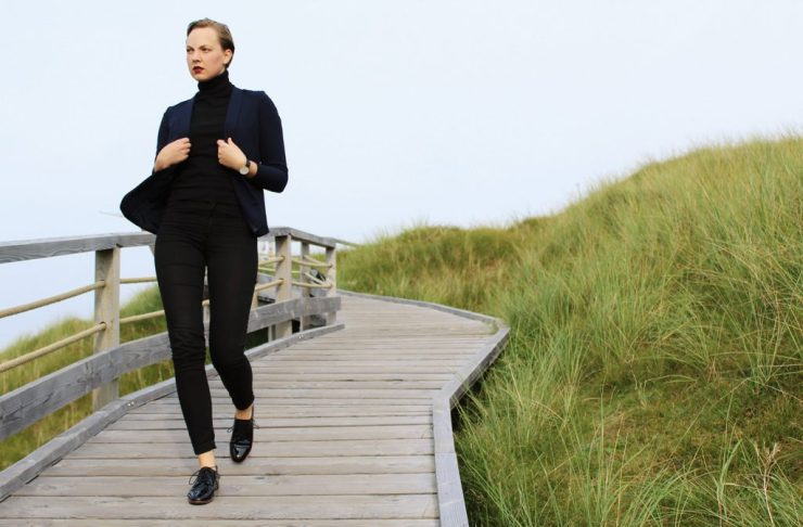 lettersbeads-fashion-turtleneck-norderney-lackschuhe-sleek-boyfriend-walk