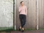 lettersbeads-karierte-hose-perfekter-pullover-fashion-1