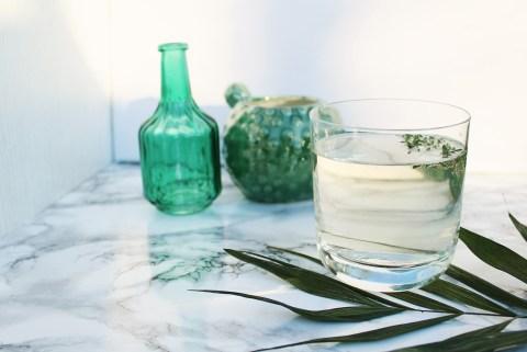 lettersbeads-cocktails-diy-zarter-lavendel-fizz-flatlay-frontal
