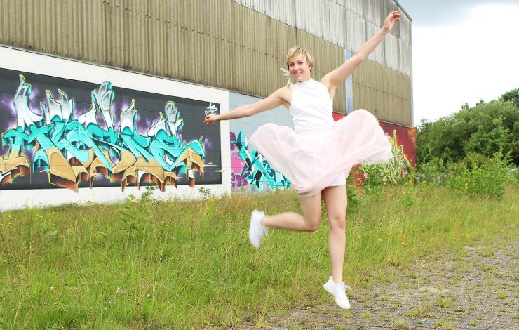 letters beads-fashion-tipps-dankbarkeit-tüllrock-graffiti-springen