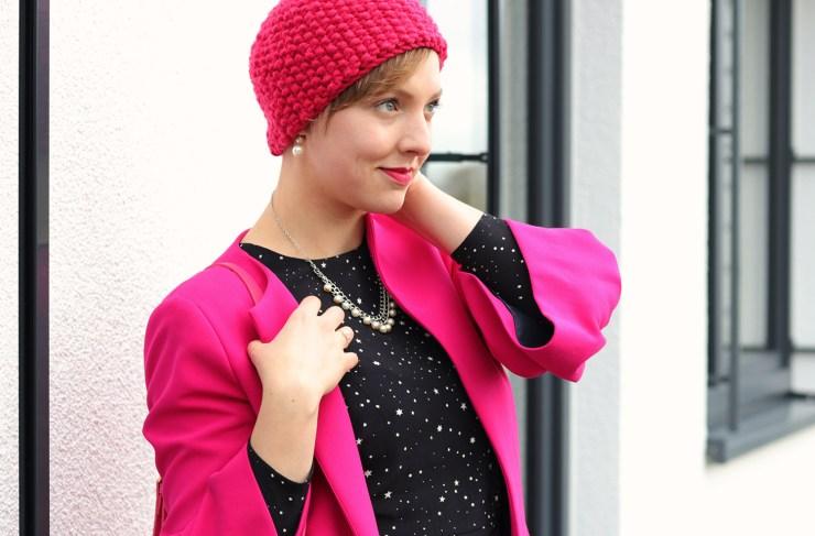 letters-and-beads-fashion-meine-rosarote-brille-portrait-pink-mütze-hut-mantel