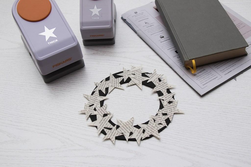 letters_and_beads_zero_waste_christmas_dekoration_weihnachtlicher_tuerkranz_aus_papier_reste_upcycling
