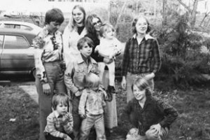 The siblings and their children in 1977. Bill is on the lower right corner.