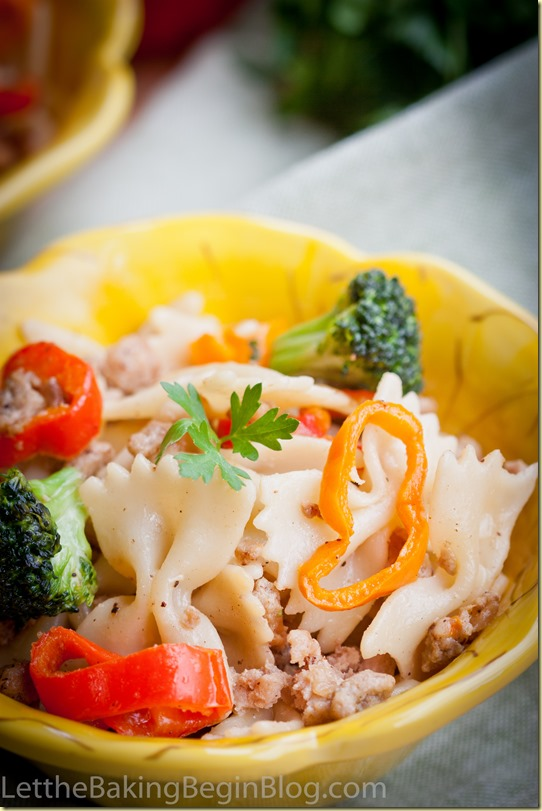 A bowl of farfalle mixed with vegetables and ground turkey.