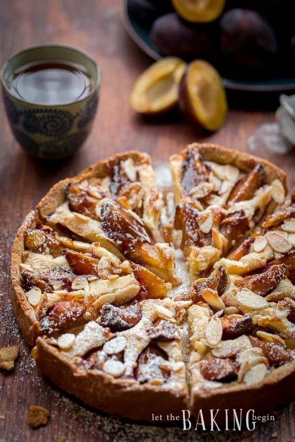 Homemade tart recipe topped with plums and almond cream.