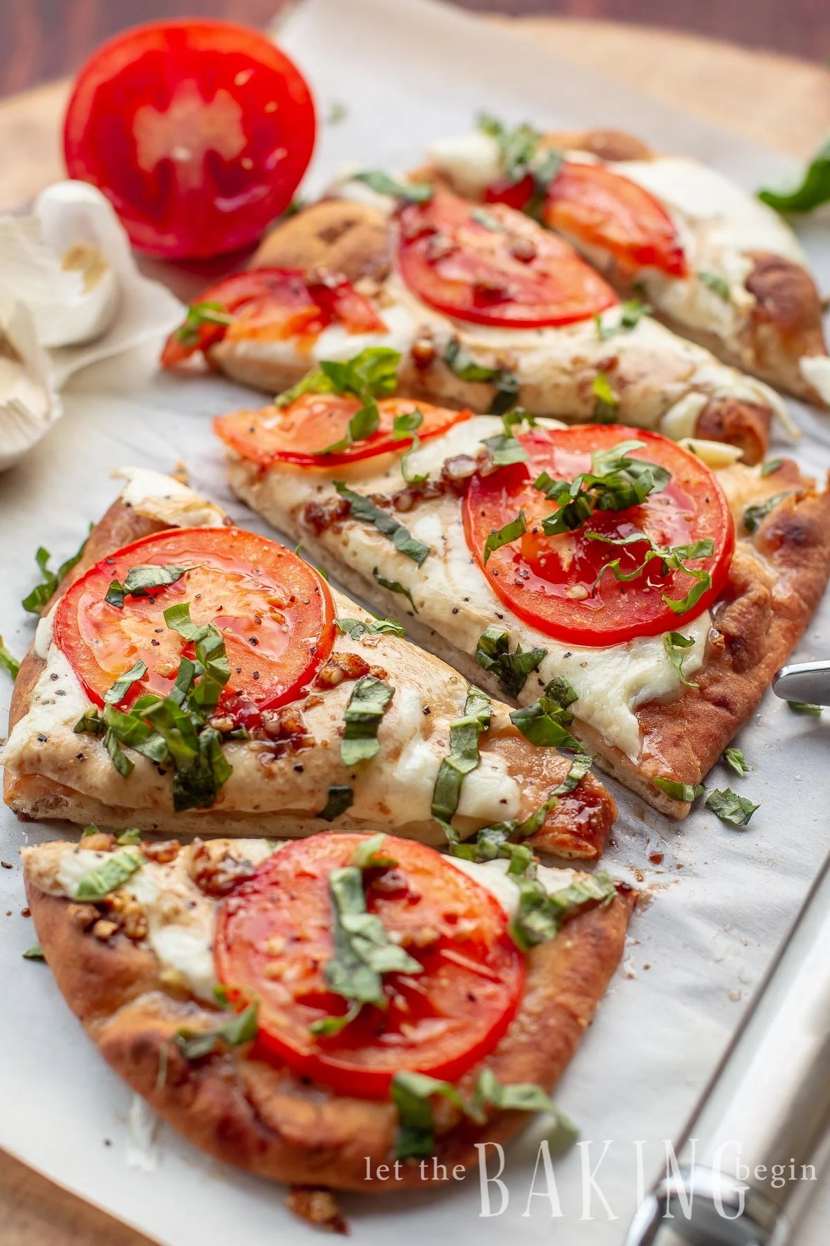 15 Minute Margherita Flatbread Pizza - delicious, easy recipe for a homemade pizza made with Naan Bread, Fresh Mozzarella, Tomatoes, Garlic and Basil that's great for busy weeknight dinners or parties.