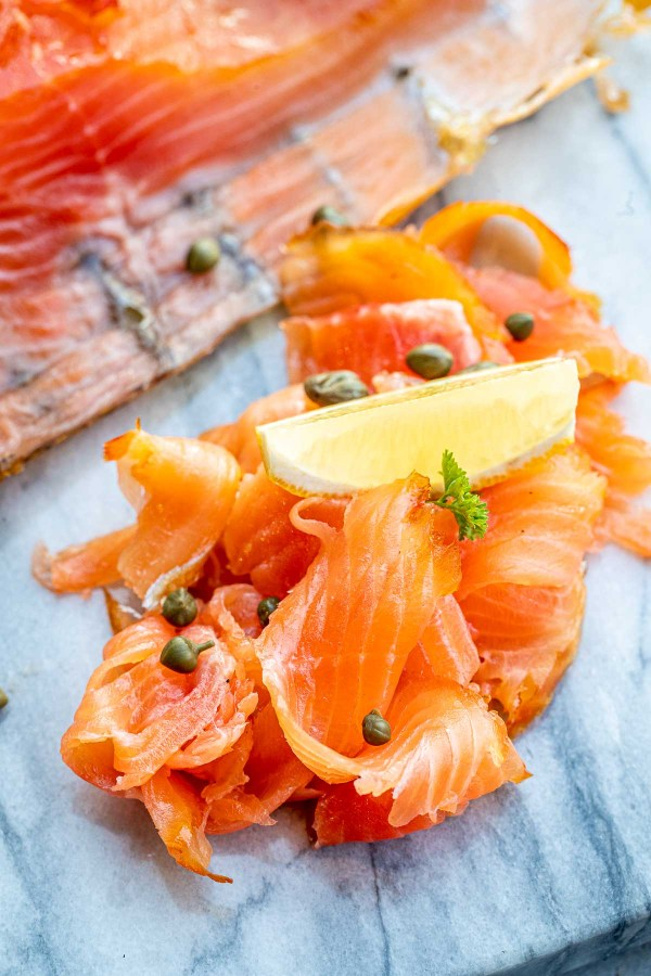 Smoked salmon with capers and a lemon wedge