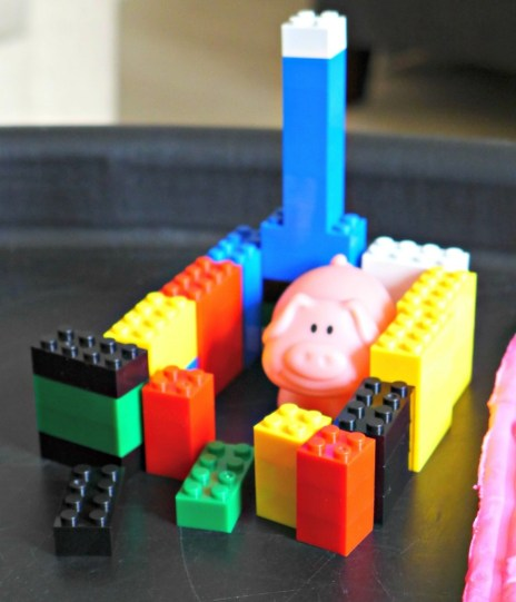 three little pigs tuff spot house building