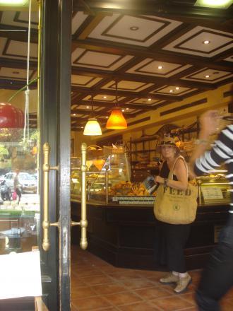 At the legendary La Tarte Tropézienne...