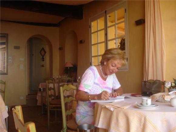 Simone Duckstein signing her book...