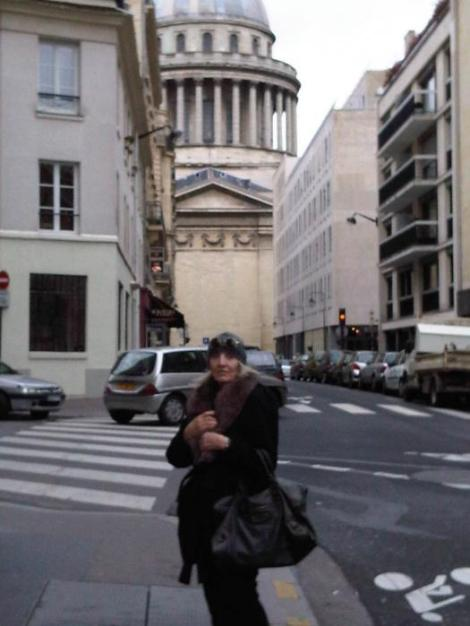 In front of the Panthéon...