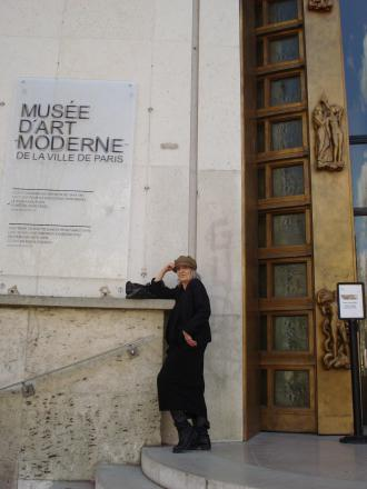 Outside the Musée d'Art Moderne...