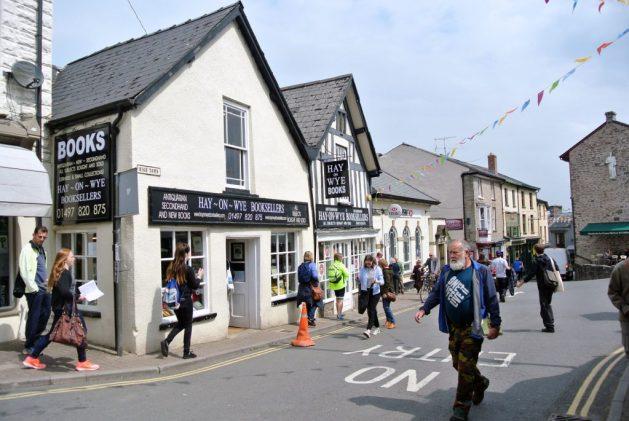 Hay-on-Wye paese dei libri del Galles: una delle strade principali del paese
