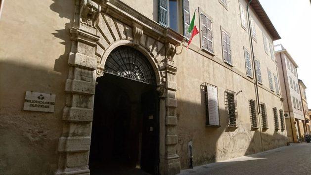 Ingresso Biblioteca Oliveriana, Pesaro