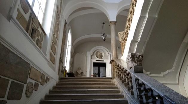 Pesaro, Biblioteca Oliveriana, scalinata
