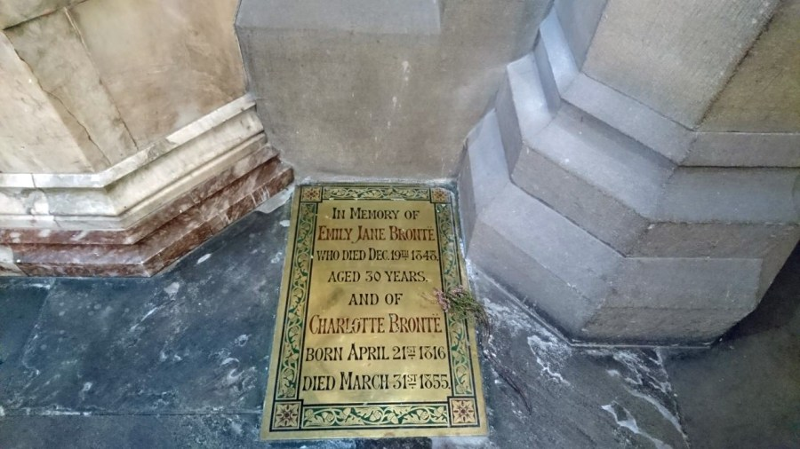 Haworth, chiesa di St Michael and All Angels, interno, targa ricordo Anne e Charlotte