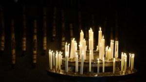Ein Licht für jedes verstorbene Kind ist ein Zeichen, dass man in seiner Trauer nicht allein ist. © Martin Jäger, pixelio.de