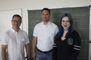 Sarah hat es geschafft. Hauptabschluss mit 2,0. Ein Jahr an Ihrer Seite waren u.a. Thomas Eilers als Bildungsbegleiter und Fachbereichsleiter Marko Daubitz vom BTZ Leipzig.