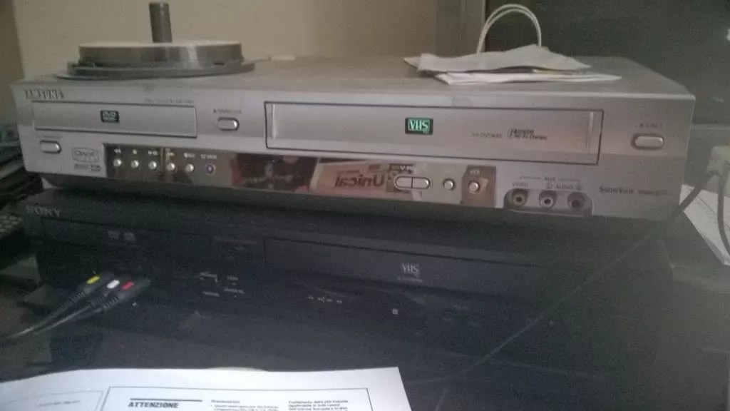 Attrezzatura per il recupero di VHS in digitale (DVD)