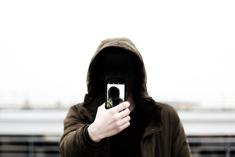 3 disavventure nate sui social e finite male nella vita reale