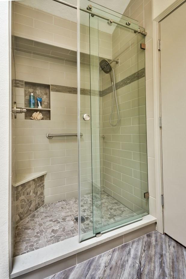05_Evans_Tarvin_shower_01104_door-open