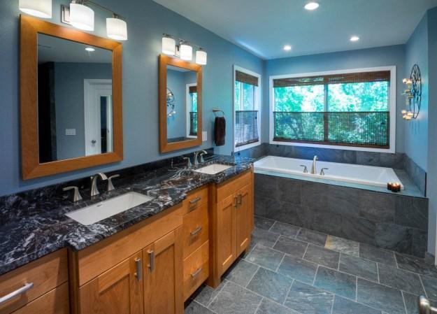Craftsman-Traditional bathroom idea