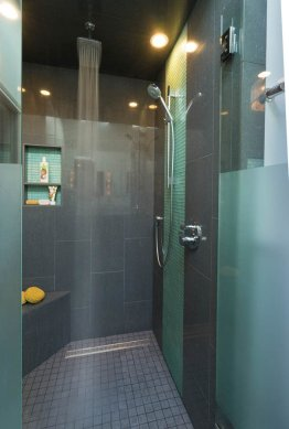 Modern-Transitional showerhead installation
