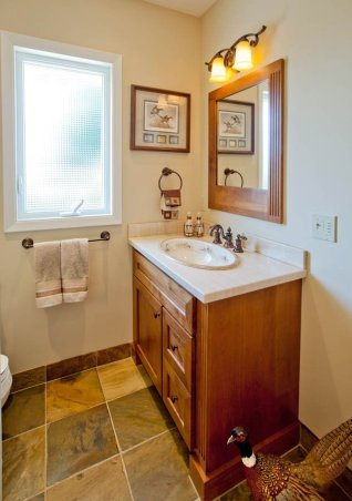 Eloquent-Traditional guest bathroom