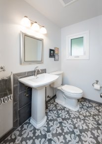Green Bluff Bathroom 3