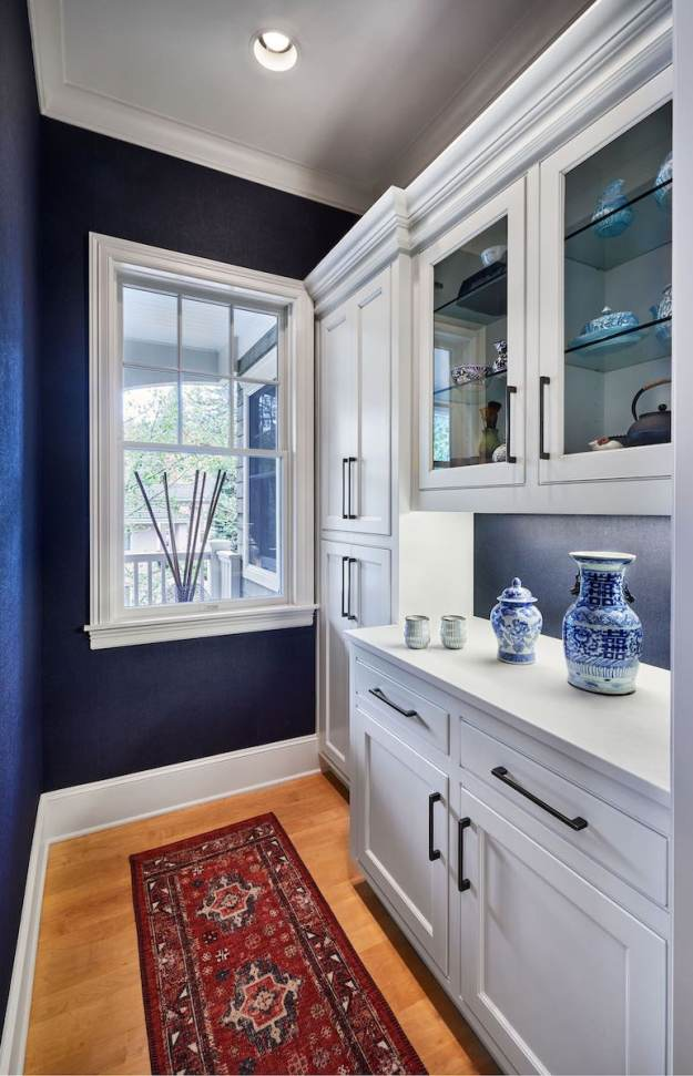 gorgeous kitchen nook with navy and white details