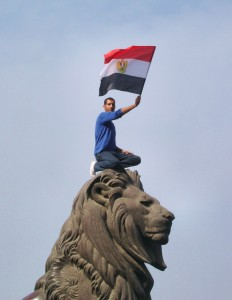 The_lion_of_Egyptian_revolution_(Qasr_al-Nil_Bridge)-edit2