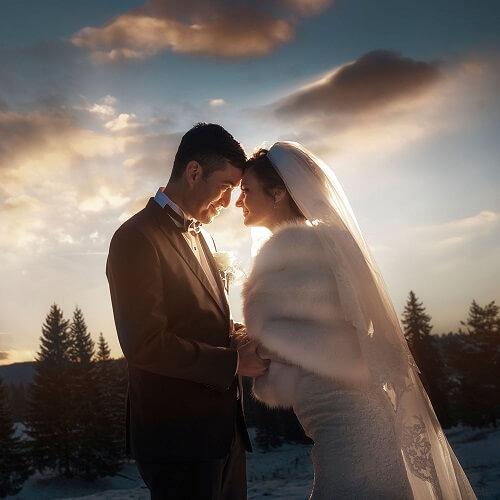 Fotograf-Frankfurt-Hochzeitsfotos-Brautpaar-Shooting-in-Schneelandschaft