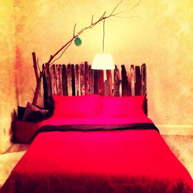 سفارشات نجاری پذیرفته میشود. تخت دست ساز با نرده های پوسیده و دزدی از منزل همسایه.